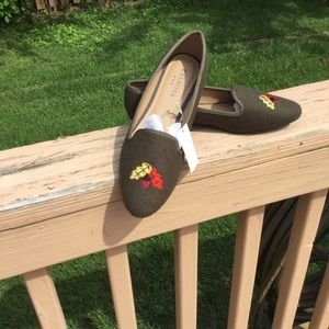 NWT Talbots Olive Loafers Embroidered Leaves Acorn